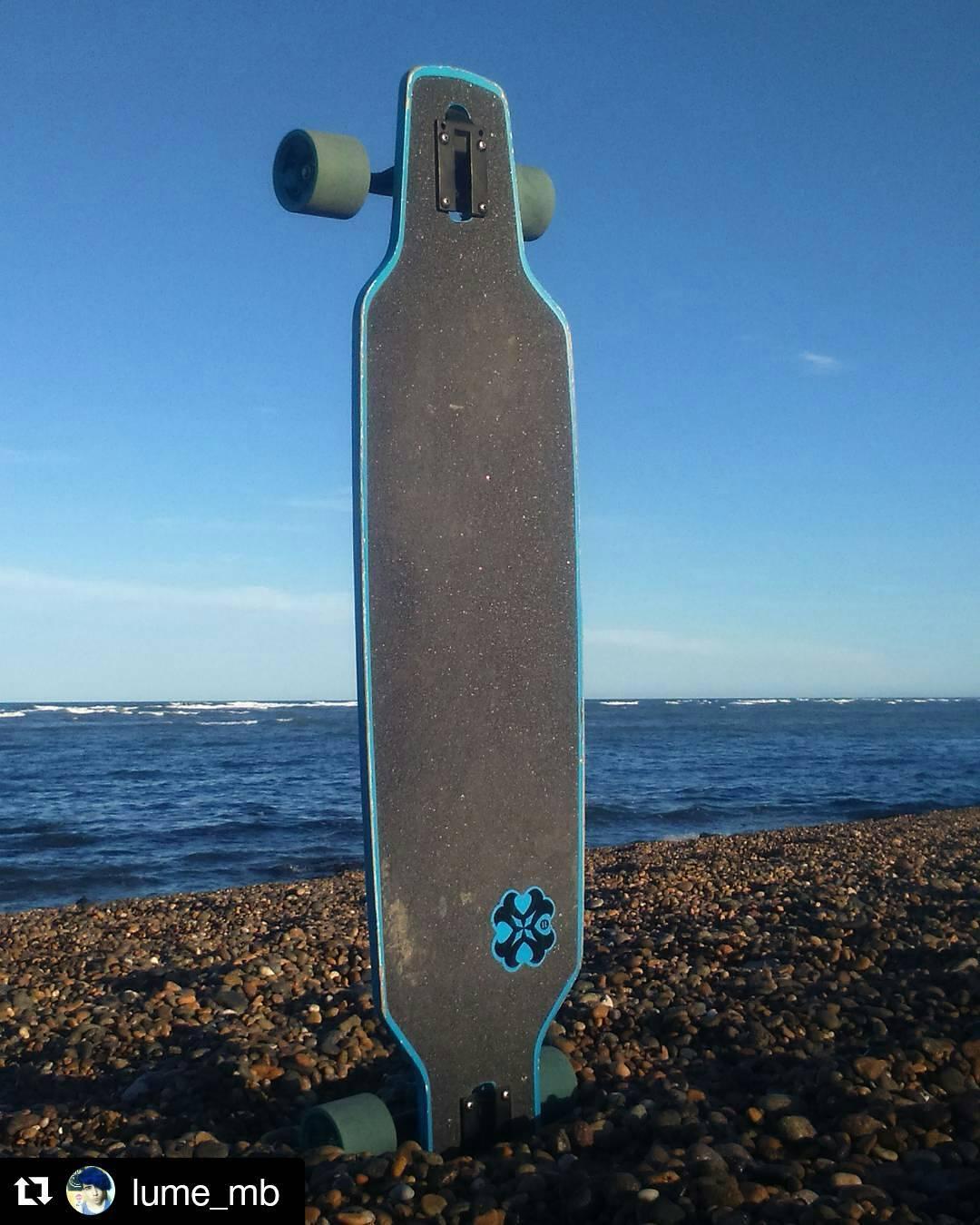 Muchos amigos ya se animaron a subir su foto con el hashtag #andarxandar  Solamente falta la TUYA! Que esperas?  #Repost @lume_mb ・・・ Cosas hermosas y mi long ❤ #longboard #long #sea #sky #nofilter #andarxandar #andarporandar #longboardargentina...