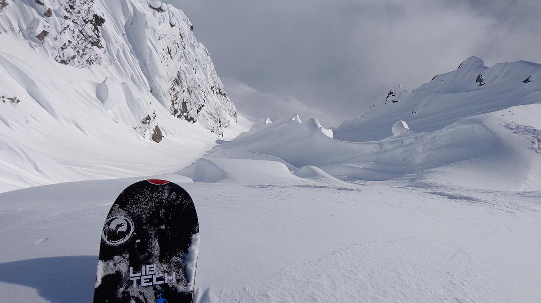 Would you drop? @blairhabenicht #weareframeless #alaska
