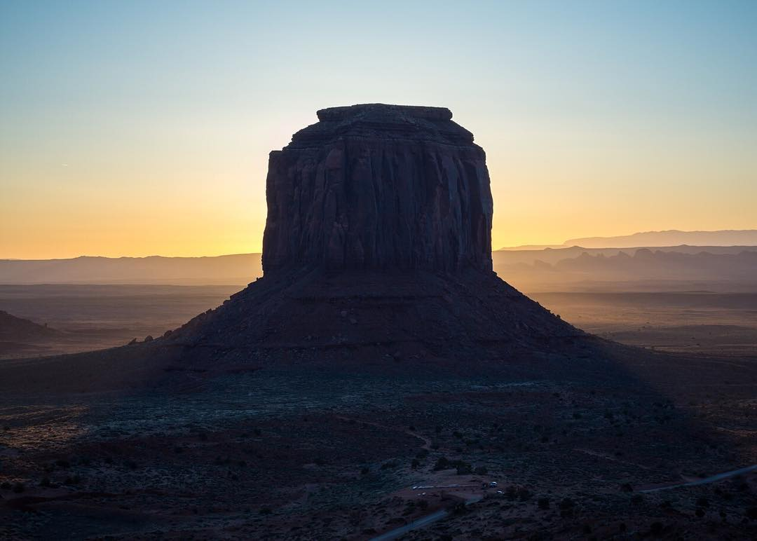 Sunrise behind Merrick's Butte in Monument Valley. Our friend @scott_kranz and his wife Jill raced there a few weeks ago, and we wrote a Field Notes story about it (link in profile). Have a read, and please check out Scott's work.  Photo by...