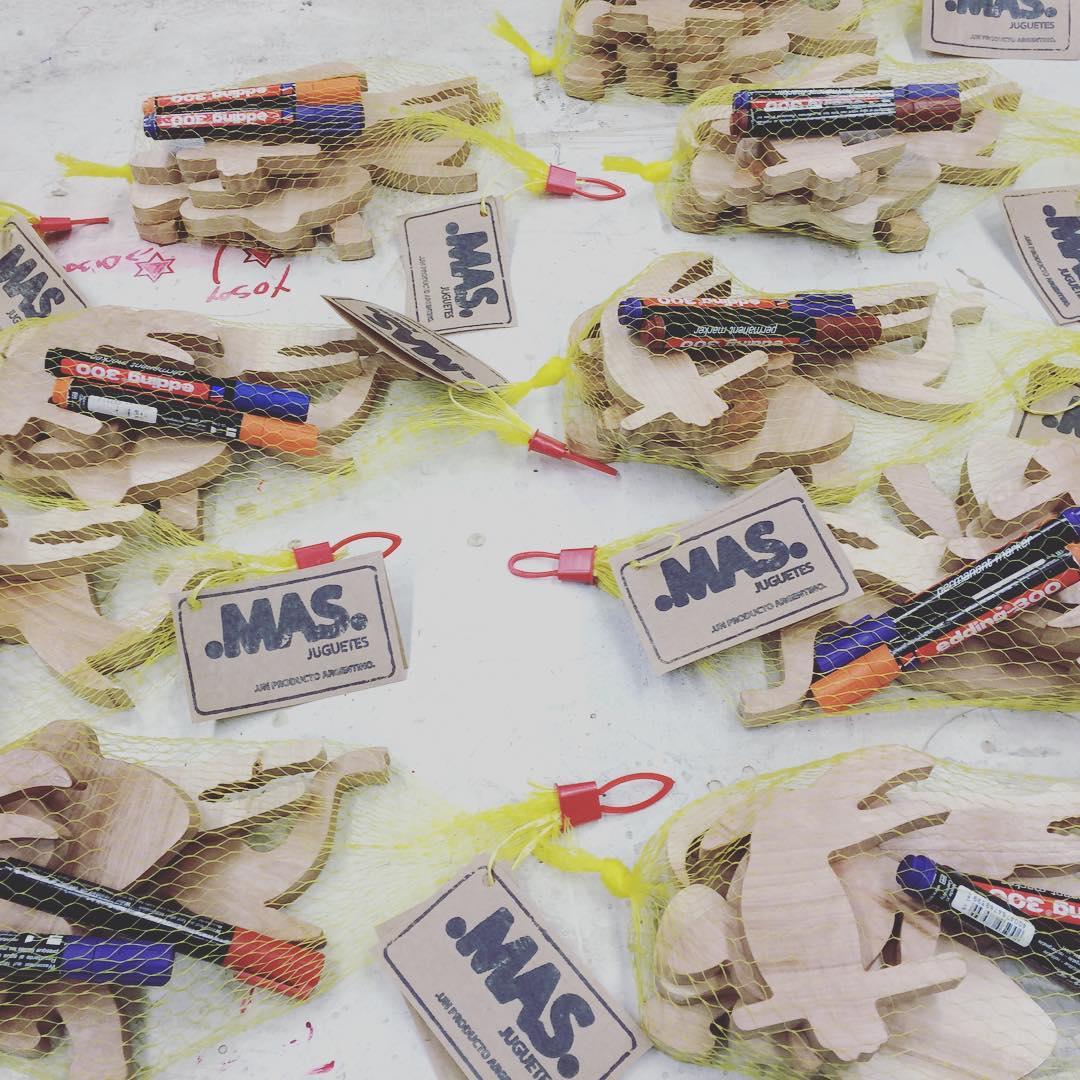 Somos .MAS. Juguetes hechos 100 % de madera lenga reciclada de bosques reforestados de Tierra del fuego. Con tu compra contribuis al desarrollo de talleres para niños de alta vulnerabilidad social. Pedi los tuyos! #mas #juguetes #toys