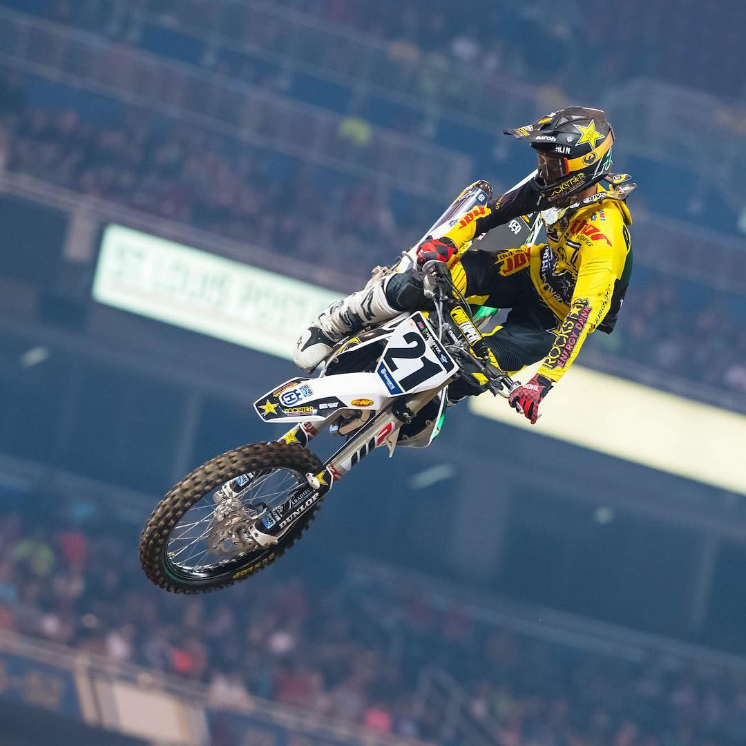@elhombre_21 continues his consistent sophomore Supercross season with a 4th consecutive podium! @dragon_motorsports #dragon_motorsports #DragonNFX2 #WeAreFrameless
