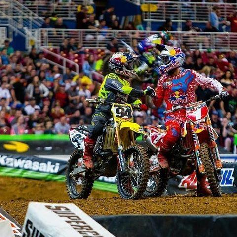 Es un gran orgullo para Fox Head que los atletas @ryandungey y @kenroczen94 pertenezcan a su equipo de riders.  En el St. Louis Supercross llevaron sus nombre a lo más alto de la competencia. Felicitaciones!