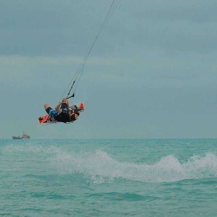 Give'r ambassador Mike P. Showing us how it's done in the Turks and Caicos! #islandlife #turksandcaicos #kiteboarding