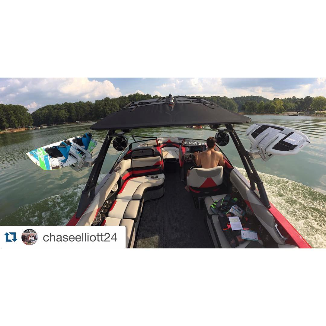 #Repost @chaseelliott24 ・・・ This warm weather is gettin me fired up for some lake days... soon!  @malibuboats @liquidforcewake