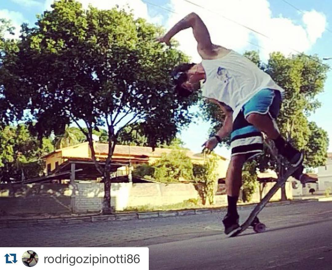 #Repost @rodrigozipinotti86 with @repostapp. ・・・ #carver #surfskate #skateboarding #backside #bottomturn #surf