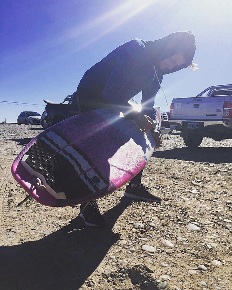 Nuestro rider @facundoarreyes probando nuestra parafina de FRIO en la Patagonia. ❄