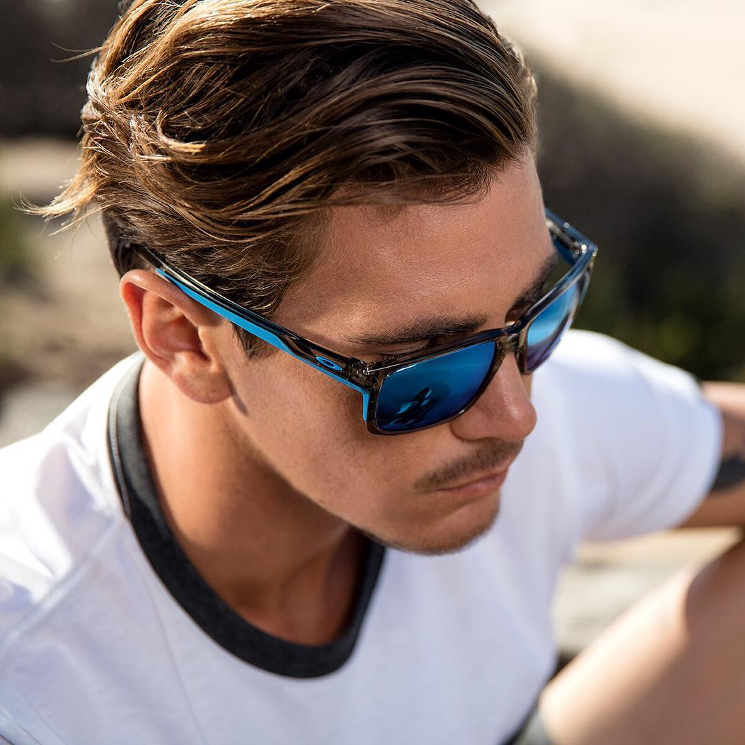 Best of both. Performance quality paired with lifestyle look. #OakleyMainlink