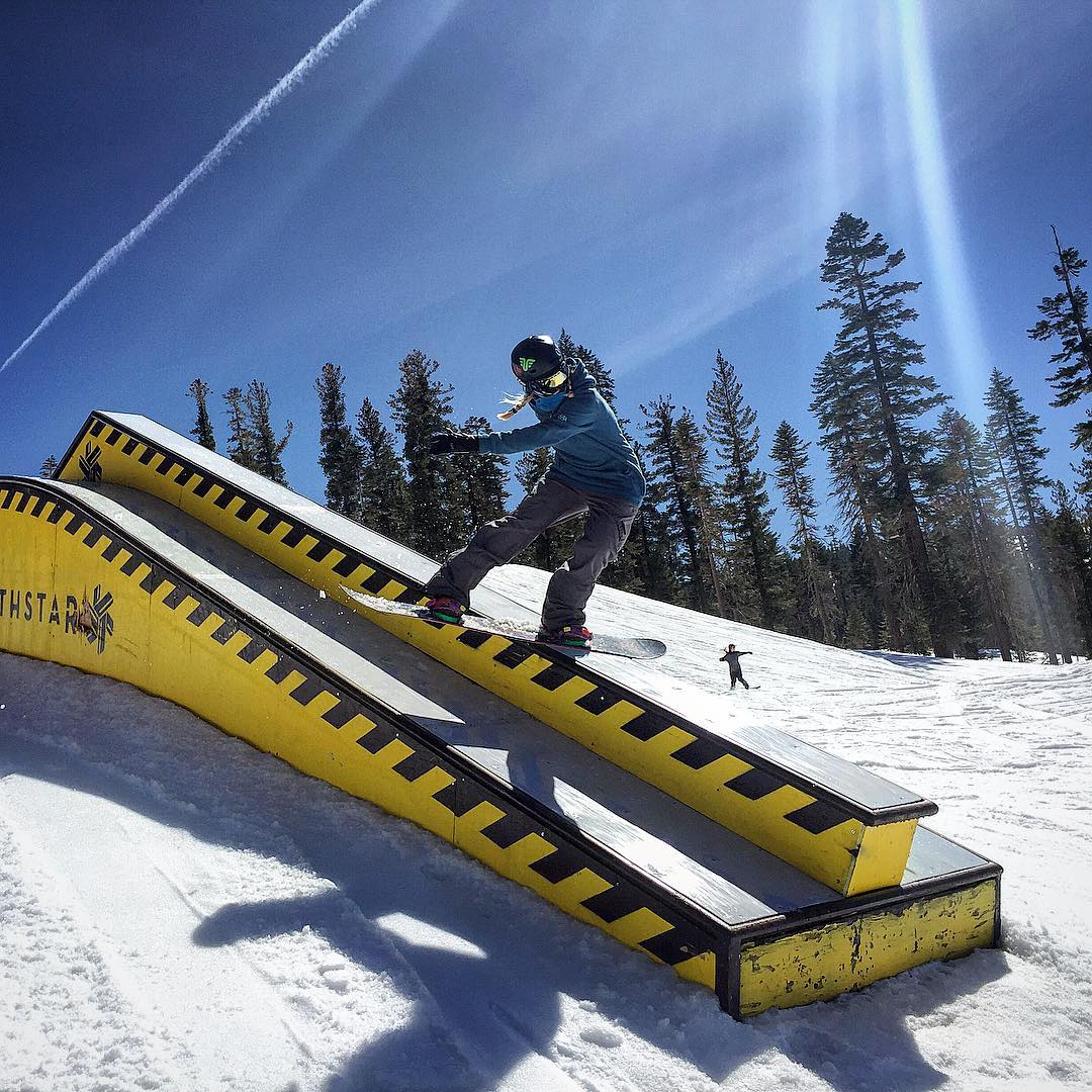 @ppppnut #girlsthatrip @northstarparks #snowboarding #jibber #californiaadventure #boxslide #thrivesnowboards