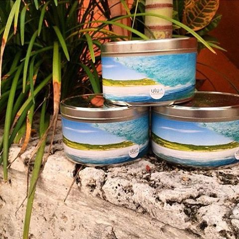 The ulu LAGOON ➕ @nicolalugo collab on the Photographic Series = pretty awesome looking and smelling stuff! Get them at surf shops that support originators and delivering the best quality to their customers nationwide. Style shown - 32oz Two Wick in...