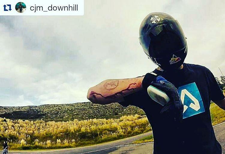 Las cosas NO siempre salen como más planeamos... pero eso nunca nos detiene!!! #Repost @cjm_downhill with @repostapp ・・・ Skate and Destroy #shithappens #keepgoing #longboard #downhill #skate #freeride #fails #hurt #accident #after #crash #skateandenjoy...