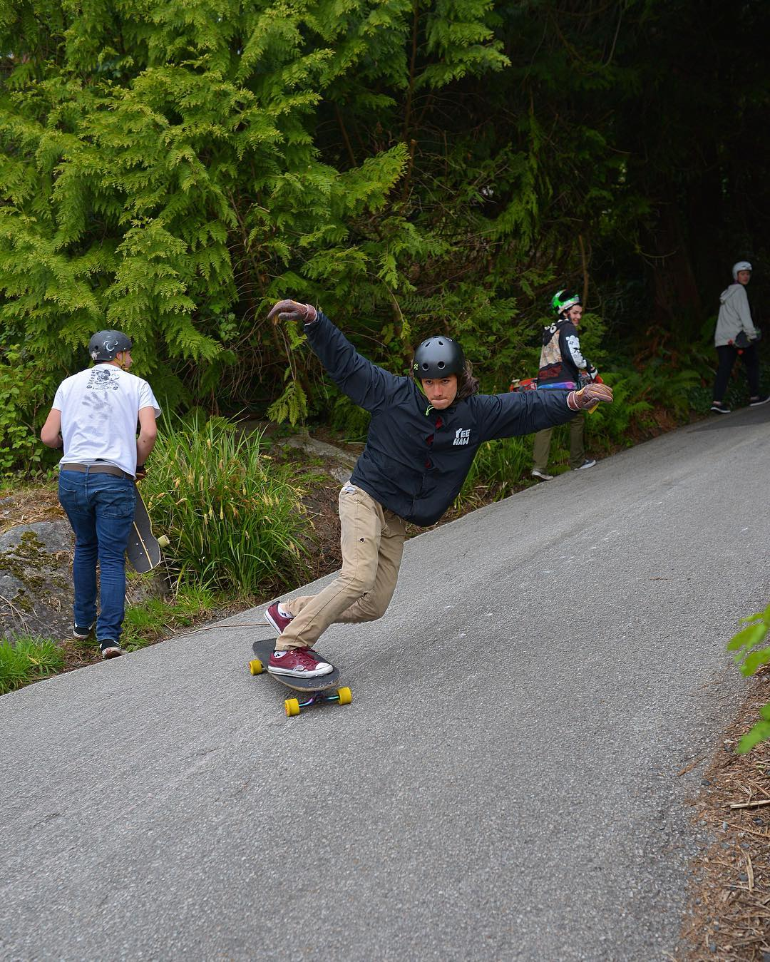 Soaring like an eagle, #paristruckco Team Rider @sho_ouellette took flight at the @flatspotshop X @longboardlarry Highway Jam over the weekend.