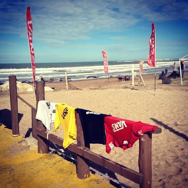 Esperando la final del #SurftheCheckList by #vans. En Horizonte #surf. Seguila x Twitter los corredores seran Lele Usuna, Santy Muñis, Maxi Siri y Mariano Arreyes.