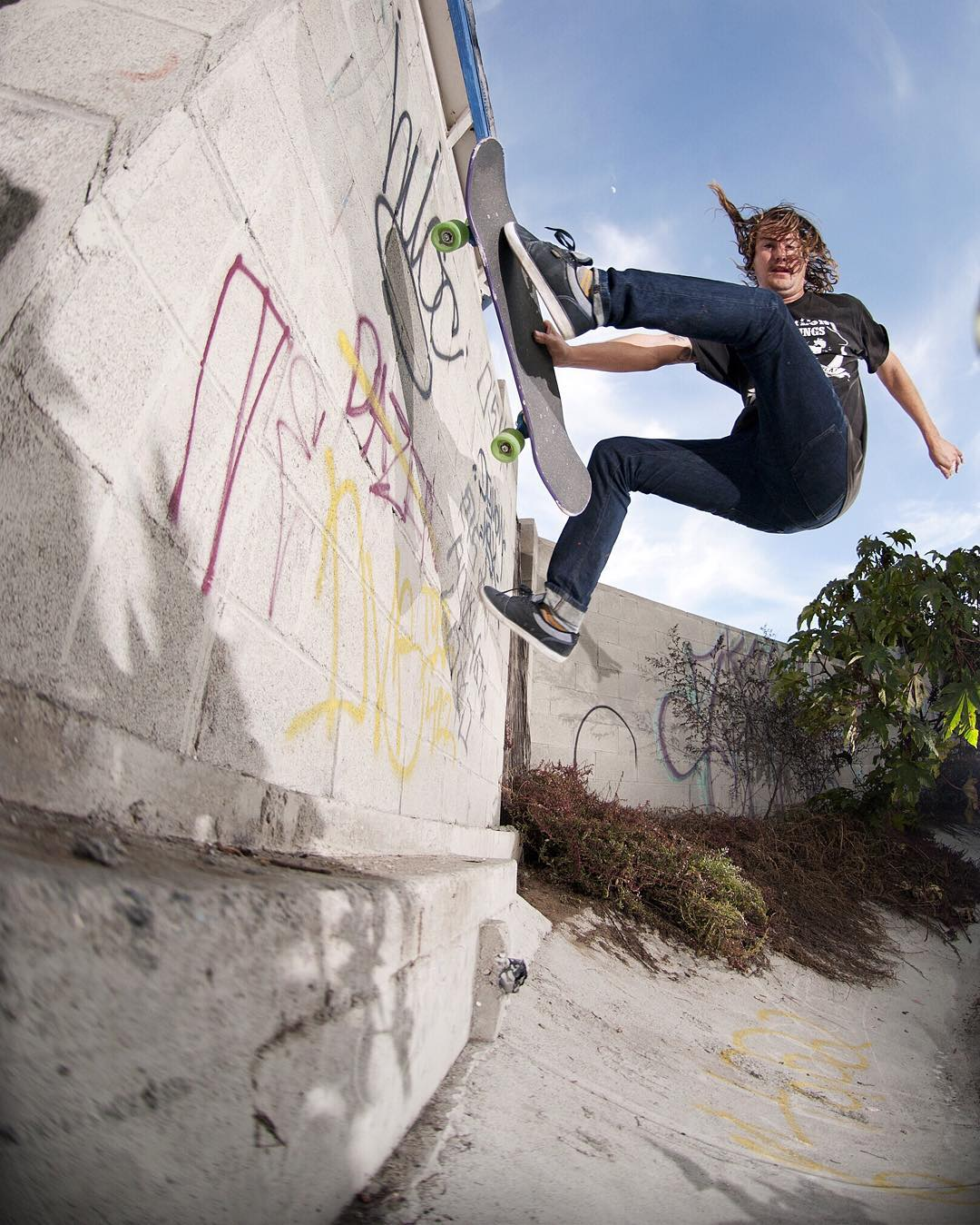 @waylonhendricks wall ride fast plant. Sense it's 4/20 go to the site buy a board and use the promo code 420 to get a 30.00 board! Have fun out there! Photo by @charlienunez_ ✌