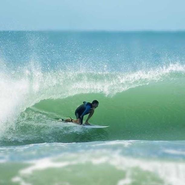 Mucho más surf de la mano de @santiago.dipace. Gracias por congelar ese momento desde #miramar