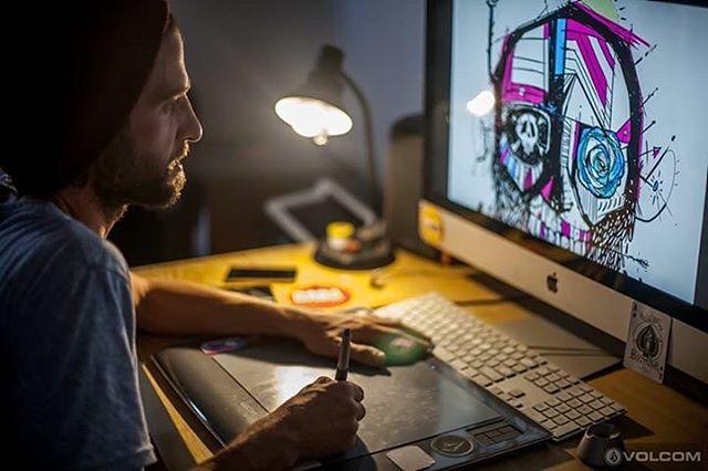 Víctor Nash en su momento creativo @viktornash