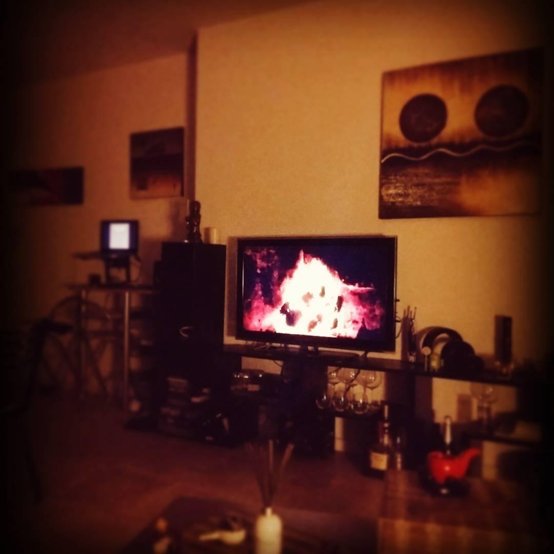 #Frio #FuegoArtificial #fuego #Fire #HomeSweetHome #Feliz #NocheDeRelax #MusicaYRelax #Relax #Enjoy #home #MiNorte #MiLugar #ElMundo
