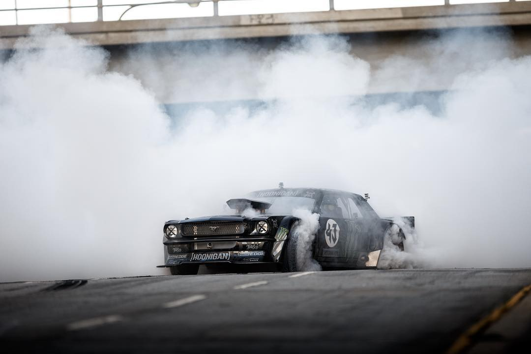 The #hoonicorn has a bad habit.  #fourtirefire