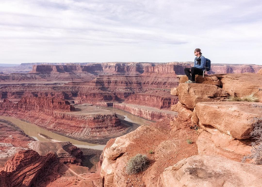 @scott_kranz peers over Dead Horse Point in Dead Horse State Park, near Canyonlands. Scott is a man with an exceptionally inspiring story, which we talk about in our recent Field Notes post. Check it out (link in profile) and check out Scott's...
