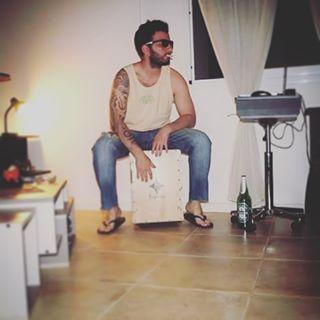 "#Jeites #JuanitoMakande  #CajonPeruano #Percusion #MusicaYRelax #Kumaras #KumarasPercusion #MyInstrument #Heineken #ThinkInGreen #PlayMusic #Enjoy #JoaquinDelMundo #CiudadanoDelMundo #HolaHola #SinMensura #percussion #Love ""QUE BIEN SABE LA SED....."