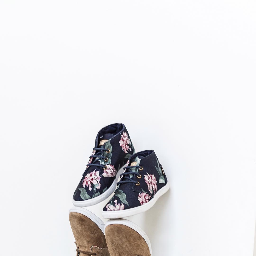 Olta Mid Caramel Spirit meets Olta Mid Rose Battle. Nosotros no podemos decidirnos ¿Vos ya las viste? ¿Con cuál te quedas? #Paez #BeCoolBeWarm #shoestagram *Disponibles en Argentina > www.paez.com.ar  #Paez #BeCoolBeWarm  paez.com / paez.com.ar