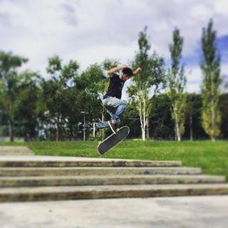 Mati es un distinto su especialidad el el freestyle y hace lo imposible con su tabla #WikaSport #andarxandar #BuenosAires #Longboarding #Argentina