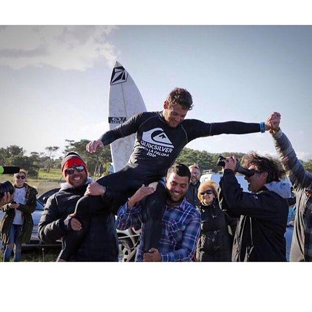 Feli Suárez es el nuevo campeón Argentino de Surf, luego de disputarse el Campeonato Quiksilver La Paloma. Tenemos el pecho inflado de verte campeón, de apostar a un proyecto, de verte crecer! Felicitaciones amigo nos llenas de orgullo! @felipe.suarez1...