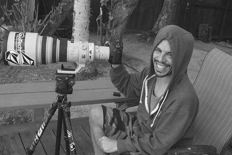 Fotografo y Filmaker él es @juan_manuel_bacagianis el hombre que arriesga su vida para capturar la mejor toma en el agua. #volcomfamily #truetothis #welcometowater