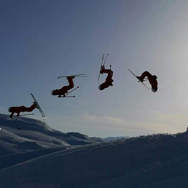 Like the phase shift of the moon, Vetle Gangeskar goes from new flip to full flip in Roldal, Norway a couple of weeks ago. #TRIBEUP Young Sire!  Photo repost from @vetlegang  #pandapoles #skiprodigy