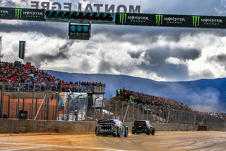 So awesome to see so many crazy Portuguese fans at the first race of 2016!! Let's hope to see more and more at each race as we go through the year!! Pictured here being hunted down by the absolutely crazy new car of @kblock43!!