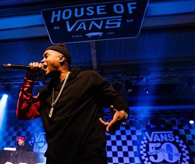 @nas festejando los 50 años de @vans en la #houseofvans de Brooklyn. Este año la hacemos en Buenos Aires. ¿Quién te gustaría que toque?