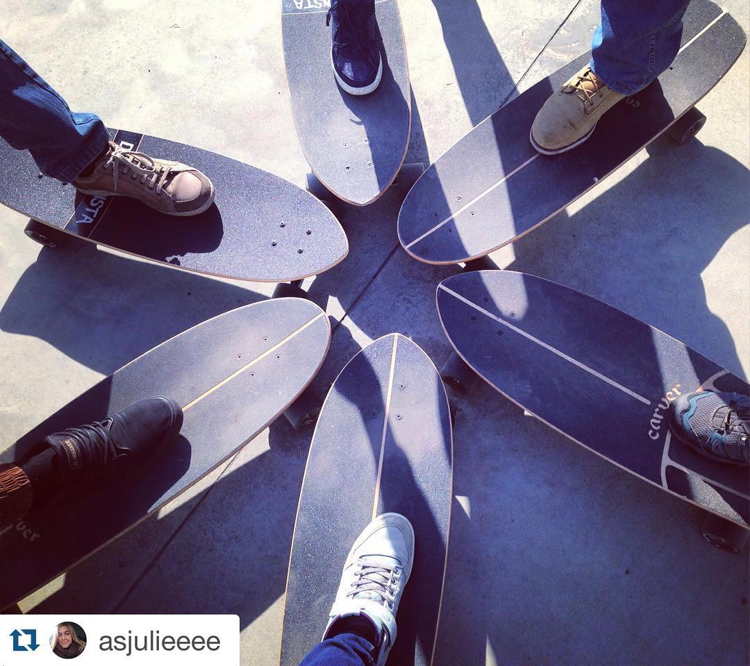 #Repost @asjulieeee with @repostapp. ・・・ #carver #carverskate #carverskateboard #skate #skateboard #vl #vdk #vladivostok #supfamily_vl #ромашка #традиции