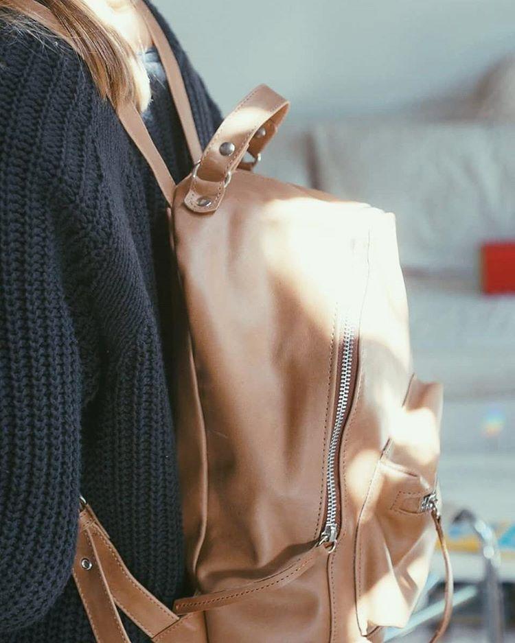 Leather Classic / Mini Navajas Suela ➡ Find it: www.mambomambo.com.ar @junta_monton @upstairsba . . . #backpack #leatherbag #classic #buenosaires #picoftheday #mambo #mambostyle #rayodesol