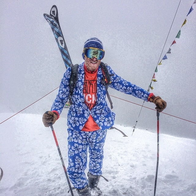 Look at that closing day suit.  @jaywsss partying on top of the bowl @aspensnowmass on highlands closing day.