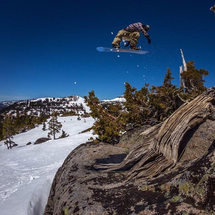 @lenzel_bossington (Lenny Mazzotti) back 1 with so much style #tahoebackcountry @fluxbindings @electric @volcomsnow @bear_mountain