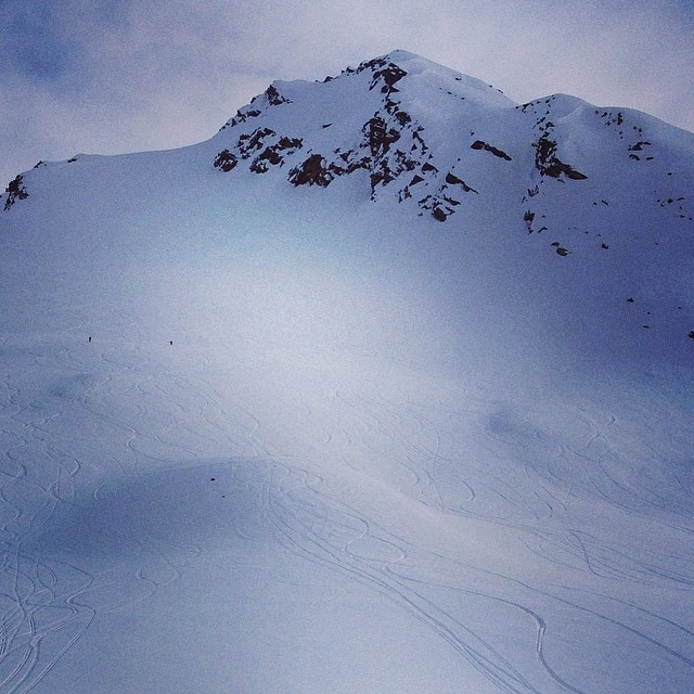 Took a few late-day, last-minute laps on that guy today! Unbelievably rad and completely satisfying. Thanks @pointsnorthheli! #whomakesyourskis #skiercrafted #praxisgpo #humbleinalaska