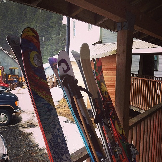 Nice to see some familiar faces. Apparently Praxis Skis do pretty well in AK. #praxisgpo #praxisprotest #praxispowderboards #whomakesyourskis #skiercrafted @pointsnorthheli