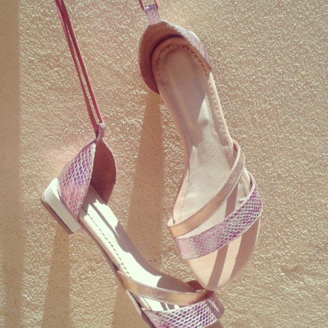 Zapatos q cuentan historias, tu esencia, aun nos queda verano#shoes #muylomas