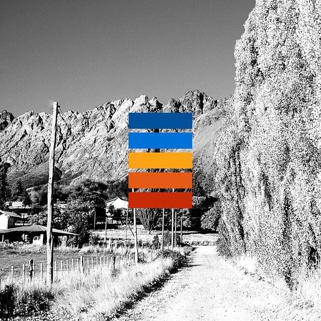 El camino a la casita de Beluchi en Otoño.  Golondrinas - Rio Negro.  #0b5198 - #1471d7 - #fba214 - #e65a13 - #c82d05
