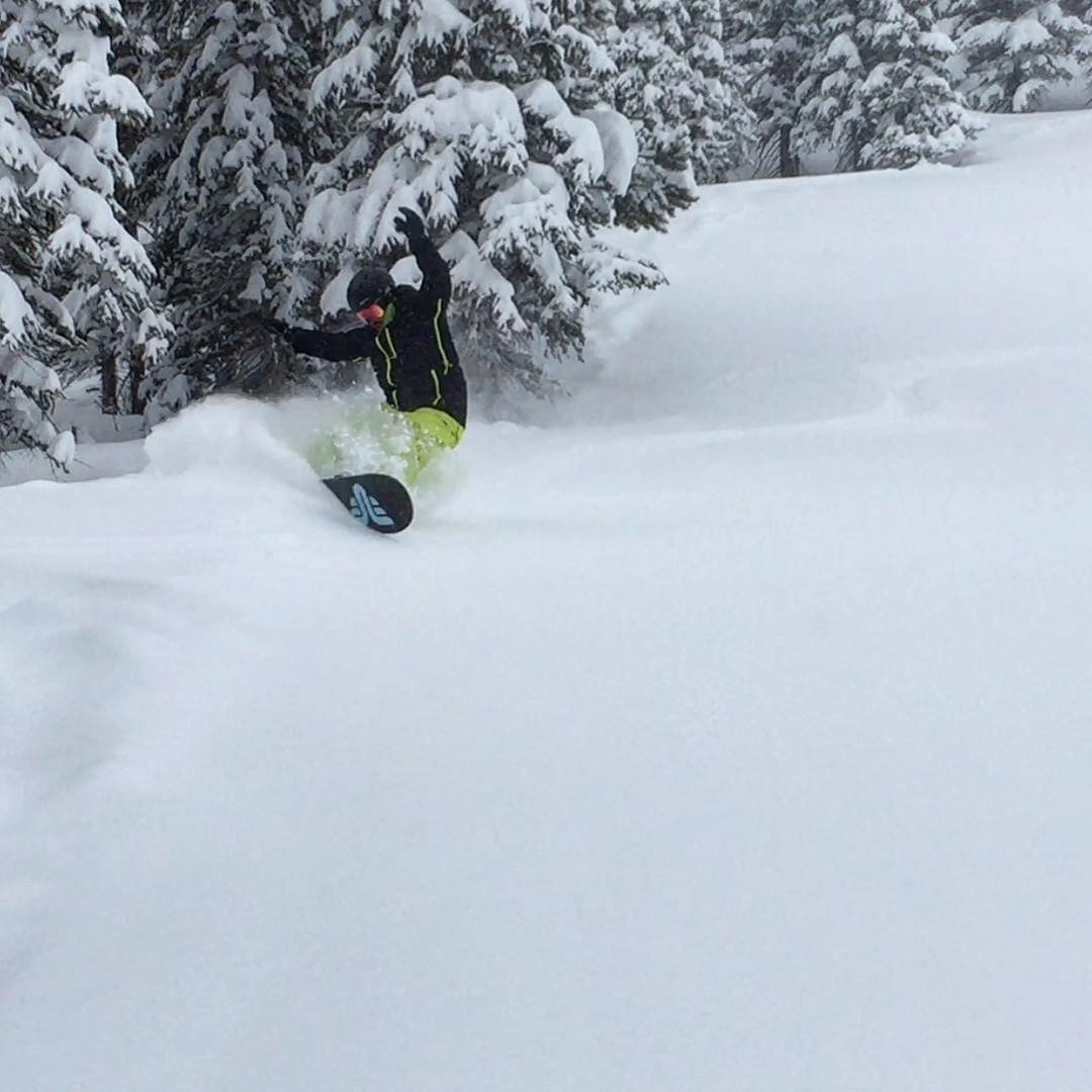 #powder #slashing #colorado @breckenridgemtn #thriveharder #thrivesnowboards #relentless