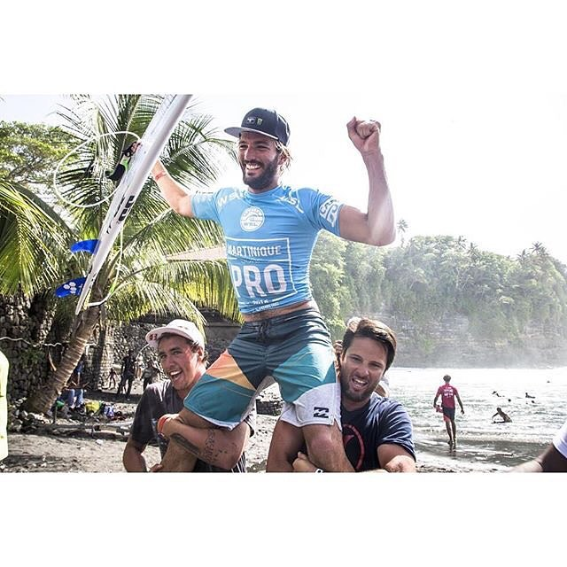 It was a good weekend for @fredericomoraiis . Martinique Pro ✔️ Congrats, Freddy! @billabongeurope