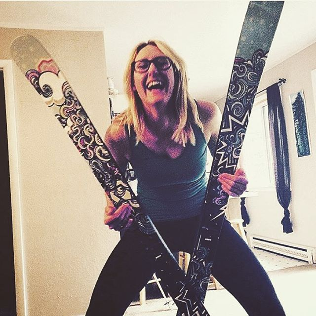 Regram from @lololovesskiing:  YAY NEW CUTEAF GIRL SKIS THAT DON'T SUCK