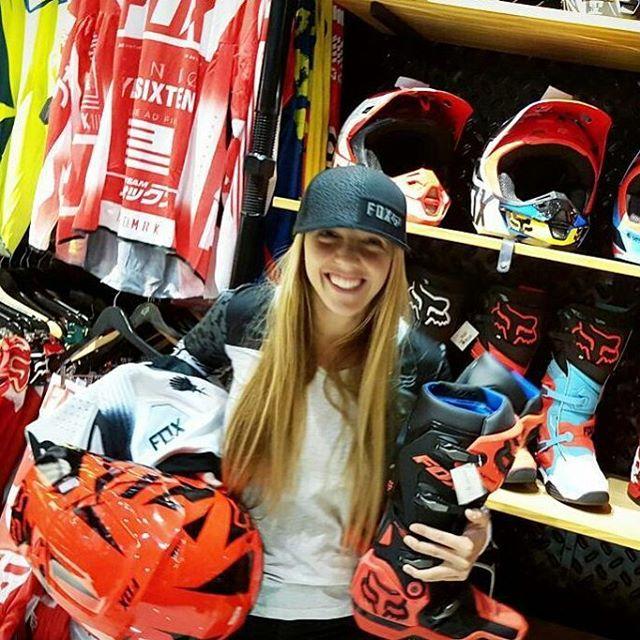 @juli_saccone en nuestro Concept Store de Olivos!  #foxteam #foxheadargentina