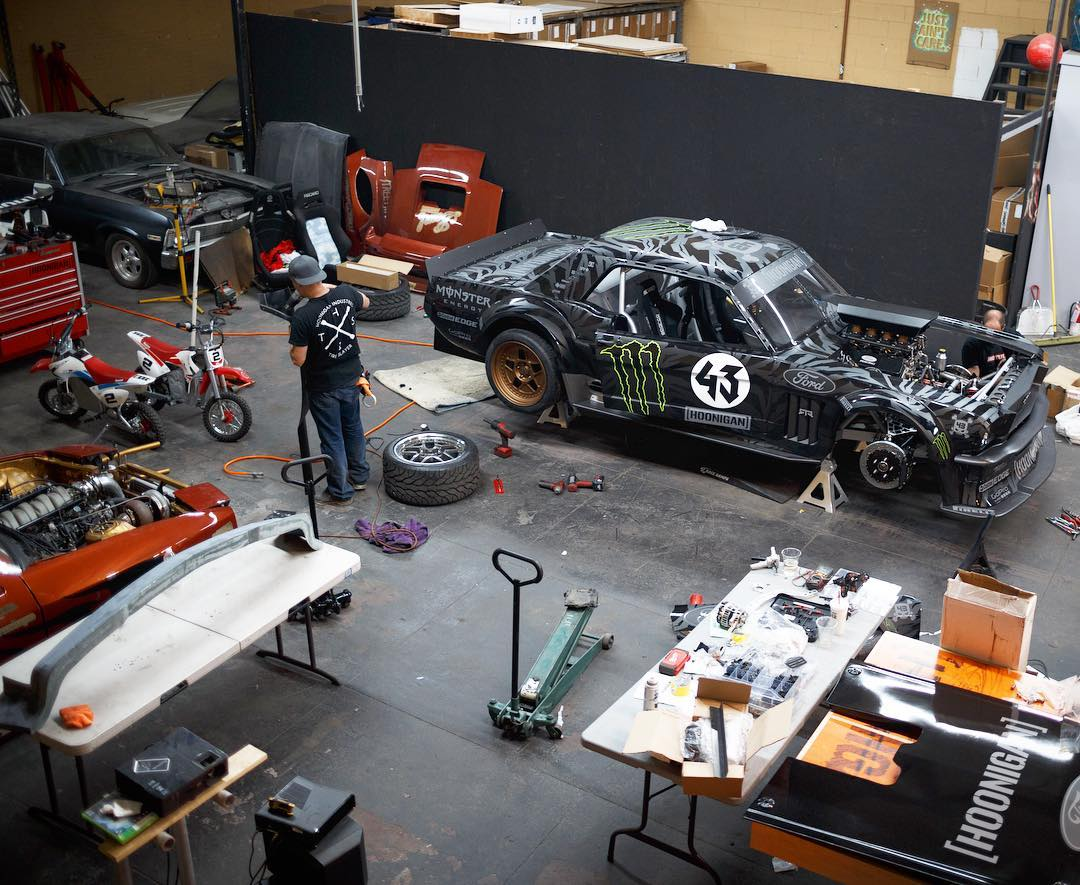 Throwback to the old Donut Shop! At one point the #Hoonicorn was getting its final bits to complete it for GYM 7 while the #twerkstallion got its final parts for the turbo upgrade. Don't mind the #NapalmNova collecting dust in the back though. Good times.