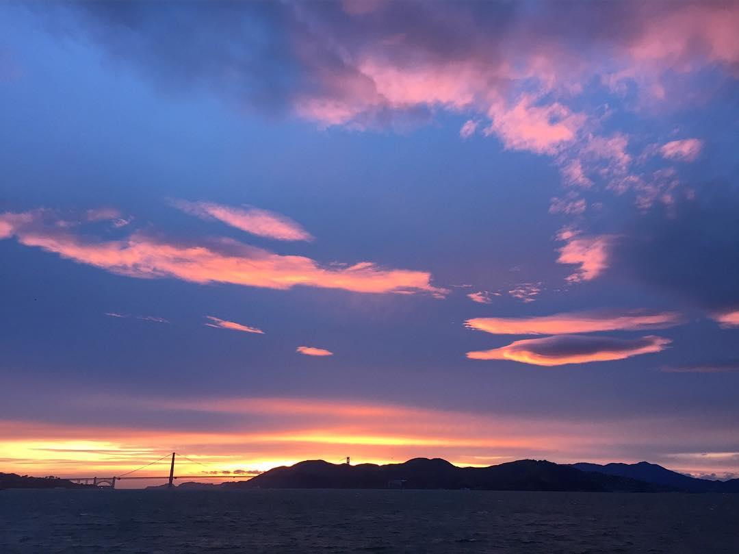 A masterpiece vanishing into the night #sunset #sunsetchaser #sanfrancisco #nowrongwaysf