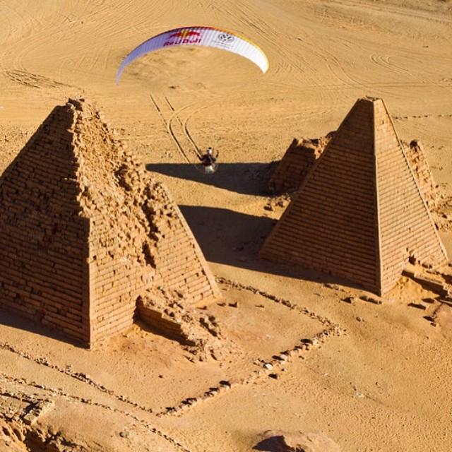 Hi, fliers. Paragliding in Sudan. #adventure #paragliding #pyramid