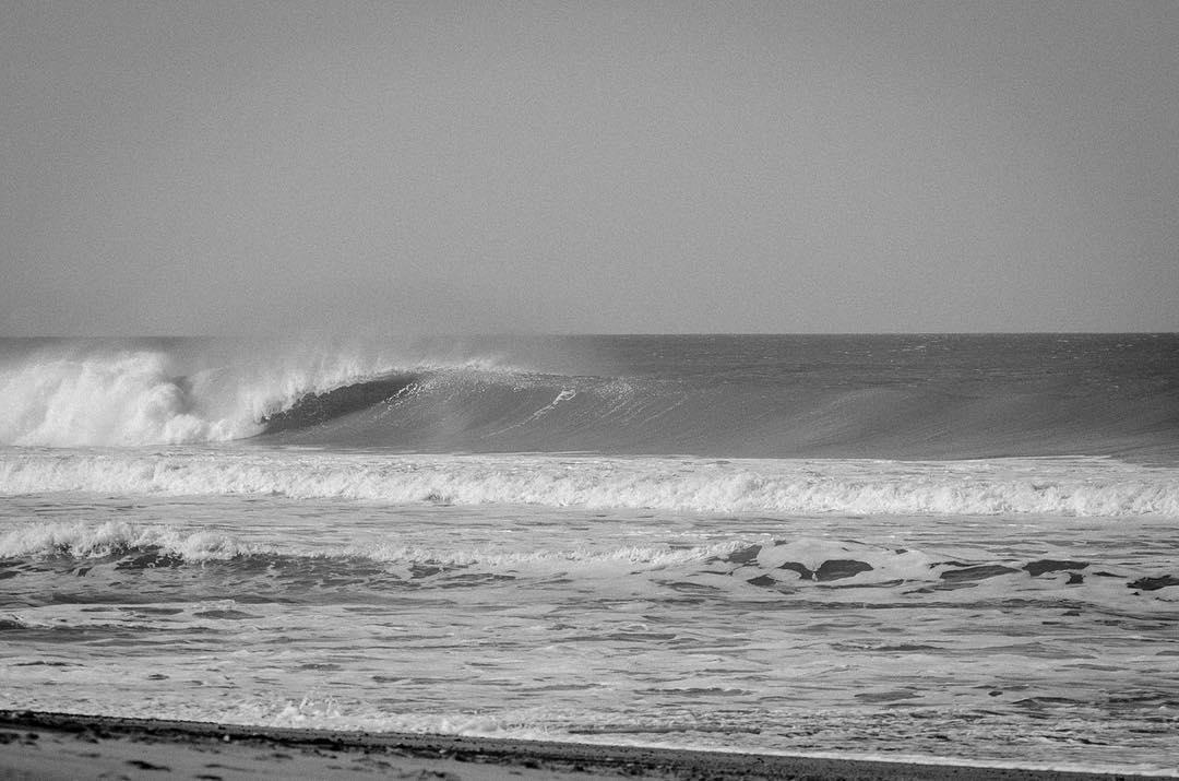 Entraron las olas. Mañana se corre la tercera edición del #VansSurftheChecklist.