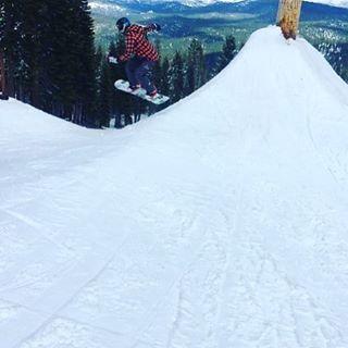 @jen_liz1030 getting after it at @skinorthstar this winter!  #sisterhoodofshred #snowboarding #spring #corn #park #chooseadventure #skilikeagirl