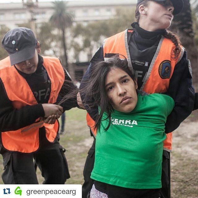 El problema viene del Gobierno anterior. Pero los cambios los tiene que hacer HOY el actual.  #macricerraveladero YA Detenidos por destruir los glaciares:0 Por defenderlos pacificamente: 35