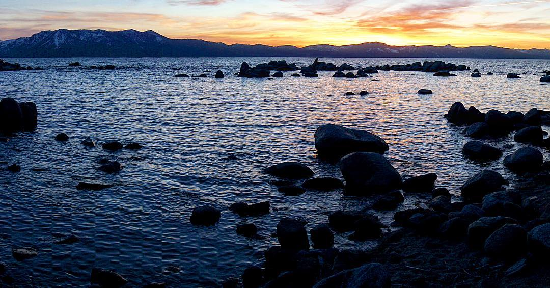 East shore sunset on Lake Tahoe. #inspiredbynature #drivenbydesign #risedesigns #risedesignstahoe #OptOutside #tahoelove #rei1440project #naturelovers #laketahoe #tahoesouth  #tahoelife #tahoesnaps #cloudporn #chasingsunsets #mttallac #travelnevada