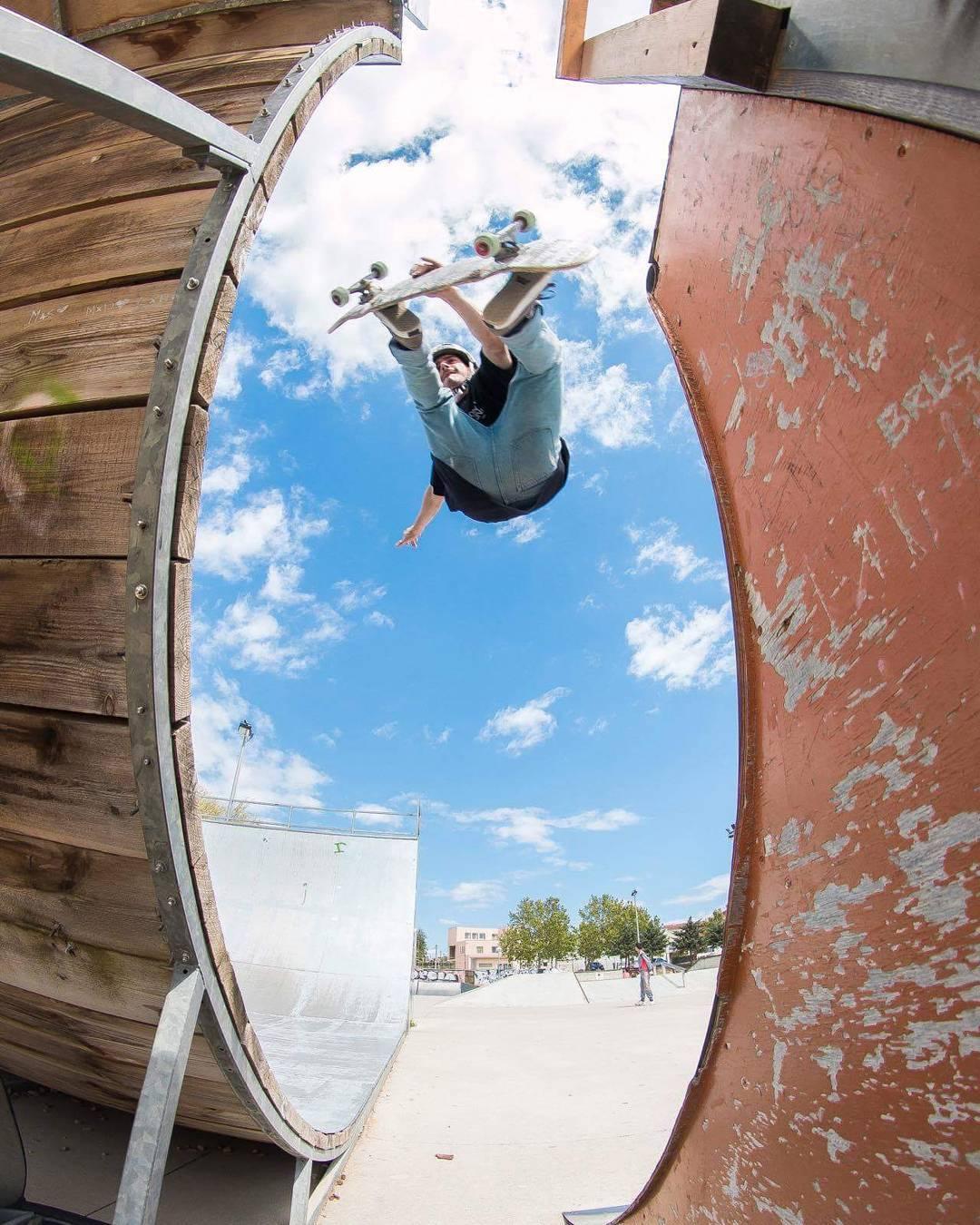 #LoadedAmbassador @guillesalva33 transferring some fun into his skateboarding account on his Loaded Kanthaka.  Photo: @e.gnarcia  #LoadedBoards #Kanthaka #Orangatang #Onsens